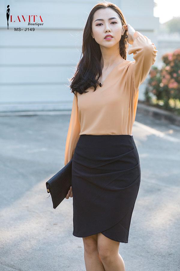 chan-vay-cong-so-mau-den (4) Chân váy công sở màu đen Mách bạn cách kết hợp giữa chân váy công sở màu đen và áo chan vay cong so mau den 4